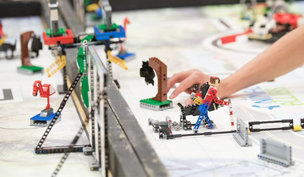 LEGO Maniacs – STEM Learning in Action